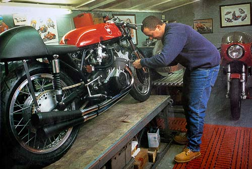 Mark Kay constructing a new Gilera 500 GP replica